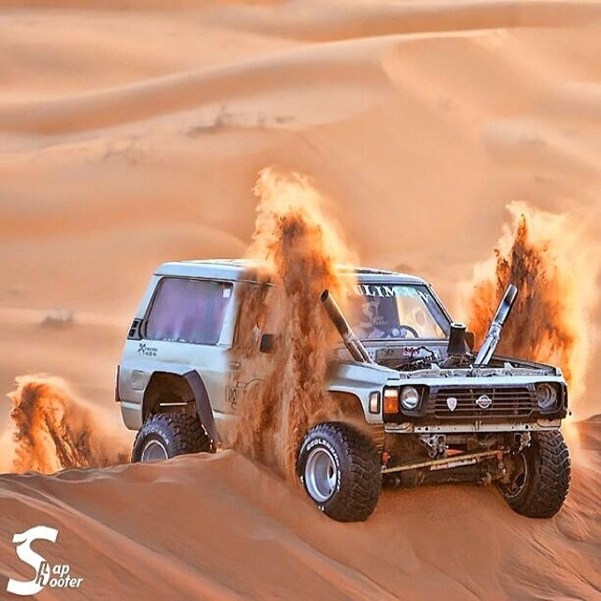 نيسان مزود - أعلى Untitled — Dune Bashing In A Tuned Nissan Patrol Safari. From. أفكار